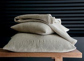 la d coration collection linge de maison blanc des vosges. Black Bedroom Furniture Sets. Home Design Ideas